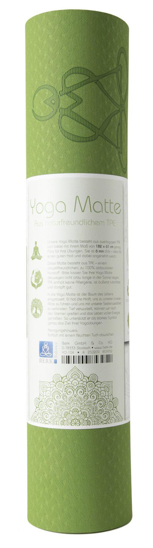 Eingerollte hellgrüne Yogamatte.